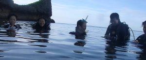 真栄田岬にてダイビング